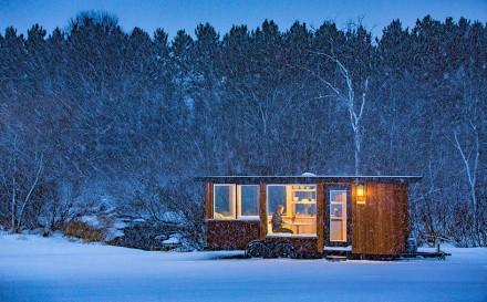 escape-vista-corten-steel-mobile-cabin-escape-homes-designboom-01
