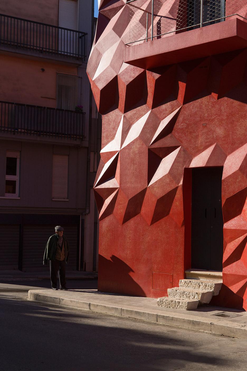 gentle-genius-gg-loop-facade-refurbishment_dezeen_936_4